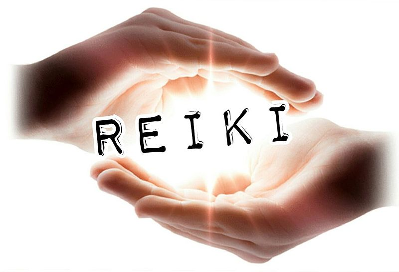 hands cupped around the word reiki